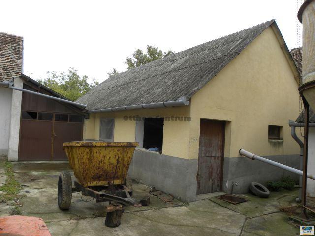 Eladó családi ház, Geresdlakon 4 M Ft, 3 szobás