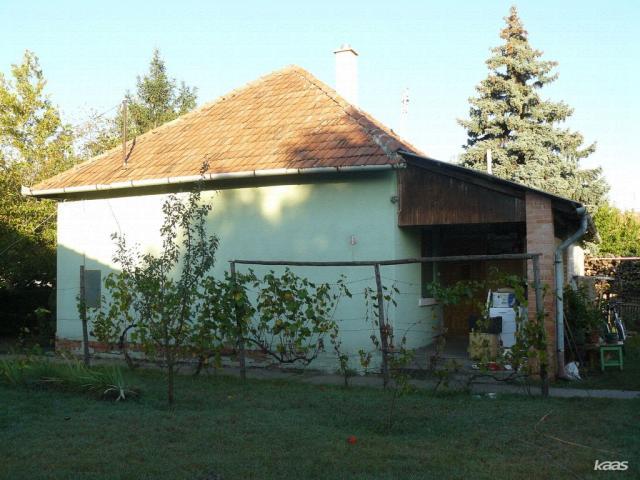 Eladó családi ház, Ásotthalmán 11.95 M Ft, 2 szobás