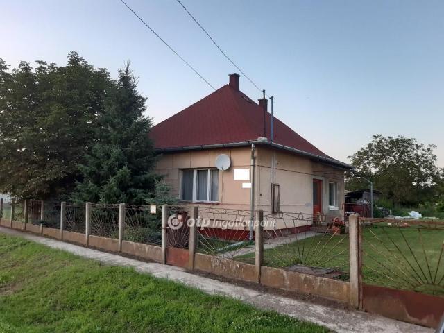 Eladó családi ház, Tetétlenen 7.8 M Ft, 2 szobás