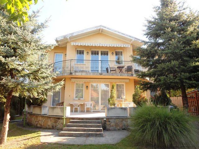 Eladó családi ház, Budapesten, II. kerületben 196 M Ft, 8 szobás