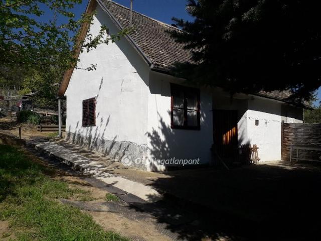 Eladó családi ház, Decsen 5.3 M Ft, 2 szobás