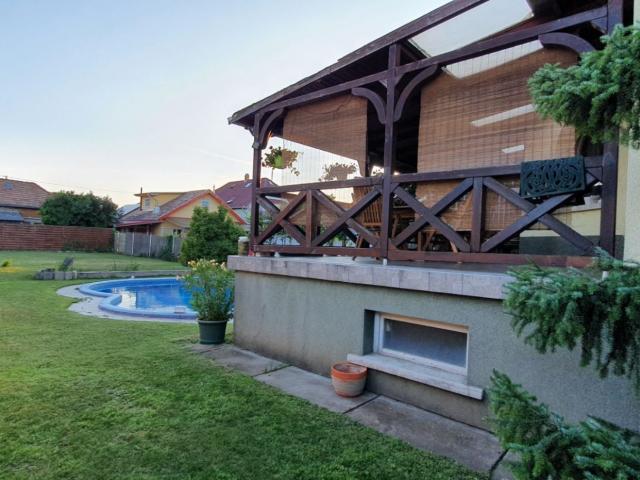 Eladó családi ház, Budapesten, XVIII. kerületben 99.99 M Ft