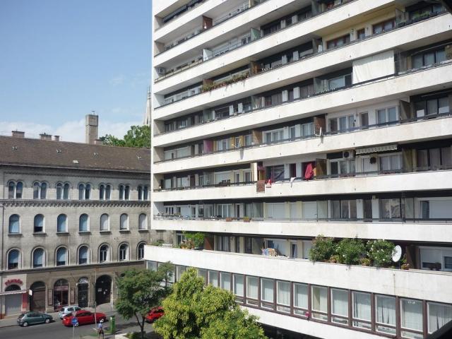 Eladó téglalakás, Budapesten, VIII. kerületben, Luther utcában