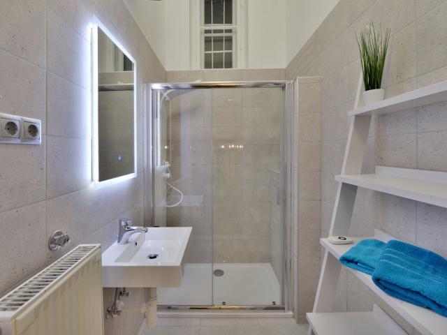 Eladó téglalakás, Budapesten, V. kerületben 138 M Ft, 3 szobás