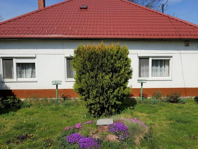 Eladó családi ház, Hegyeshalomban 36 M Ft, 3 szobás