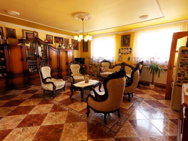 Eladó családi ház, Győrött 64.9 M Ft, 5 szobás