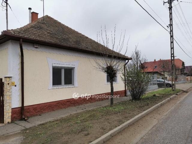 Eladó családi ház, Mikepércsen 32.6 M Ft, 3 szobás