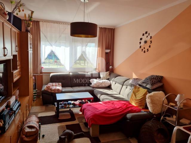 Eladó panellakás, Székesfehérvárott 33.99 M Ft, 3 szobás