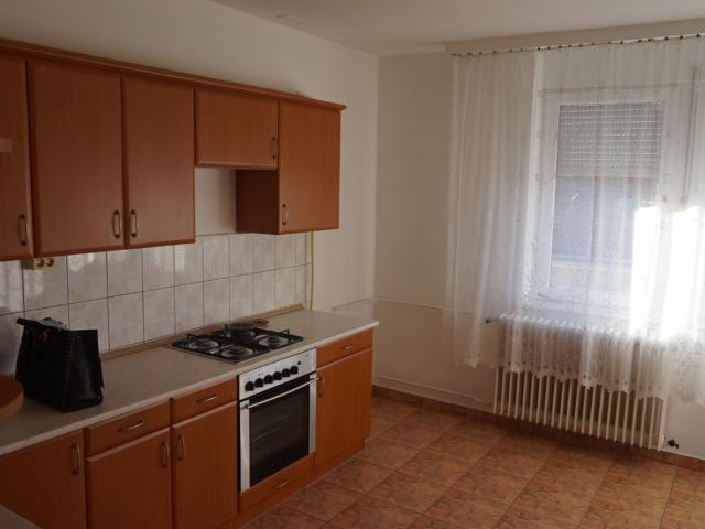 Kiadó téglalakás, albérlet, Debrecenben 120 E Ft / hó, 3 szobás