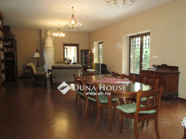 Eladó családi ház, Leányfaluban 400 M Ft, 10 szobás