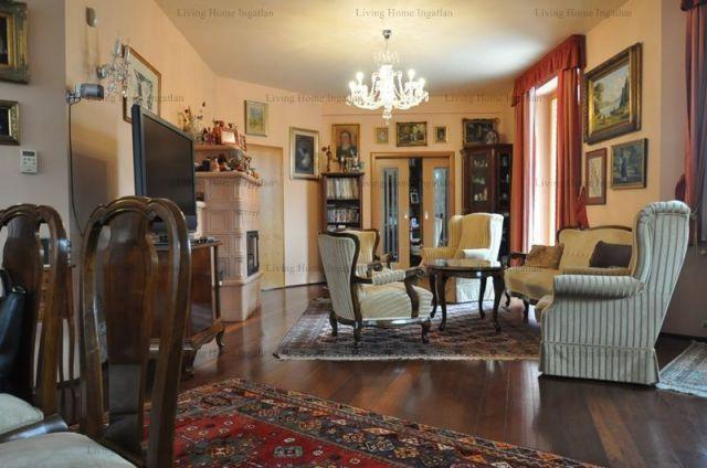 Eladó családi ház, Csobánkán 200 M Ft, 11 szobás