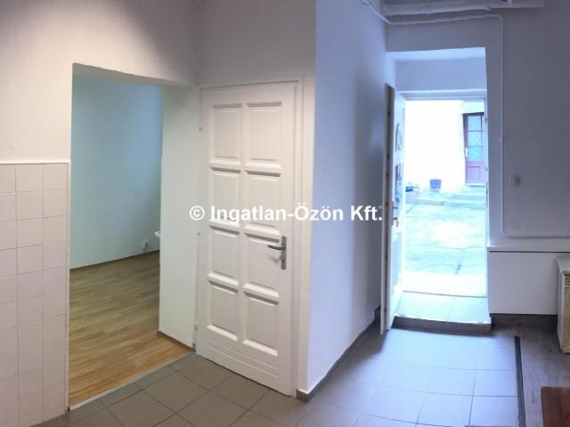 Eladó üzlethelyiség, III. kerületben, Vörösvári úton
