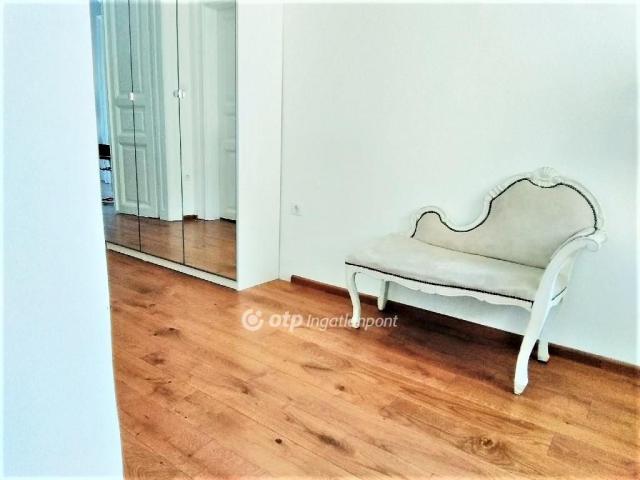 Eladó téglalakás, Budapesten, VI. kerületben 79.9 M Ft, 2 szobás