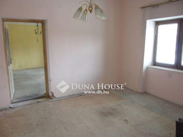 Eladó családi ház, Kiskunfélegyházán 8 M Ft, 2 szobás