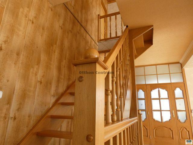 Eladó családi ház, Telkin 115 M Ft, 7 szobás