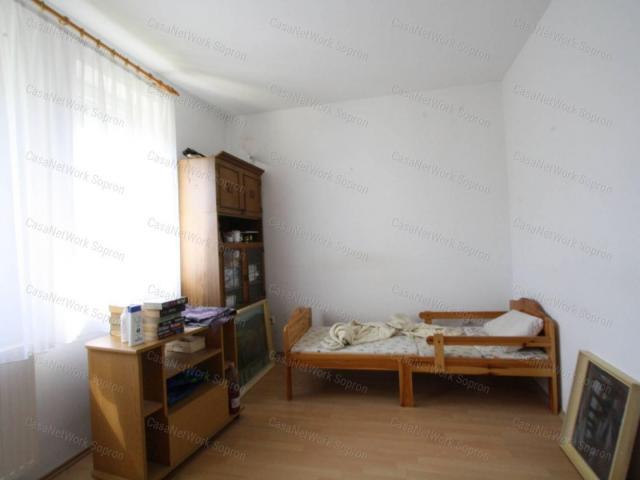 Eladó családi ház, Ágfalván 55 M Ft, 5 szobás
