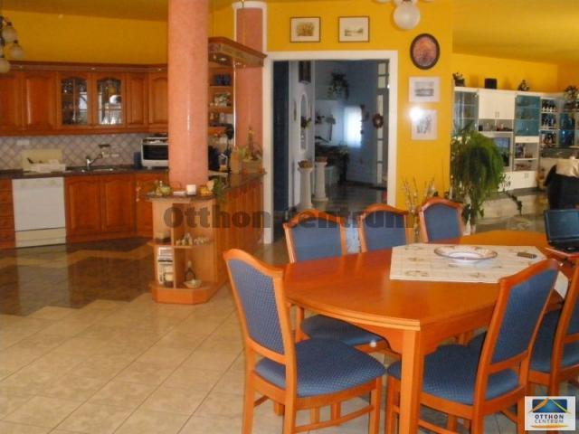 Eladó családi ház, Törökbálinton 215 M Ft, 7 szobás