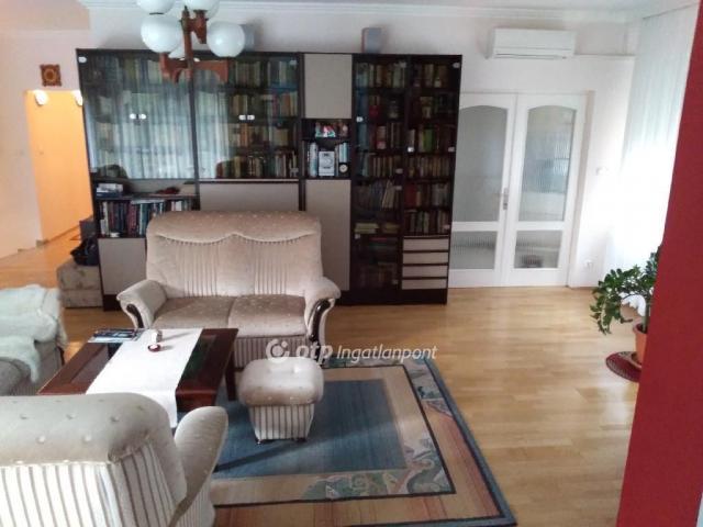 Eladó családi ház, Budapesten, II. kerületben 195 M Ft