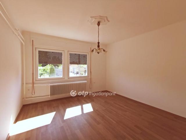 Eladó családi ház, Csengődön 24.4 M Ft, 1+2 szobás