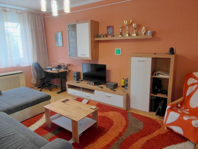 Eladó téglalakás, Szegeden 25.999 M Ft, 2 szobás