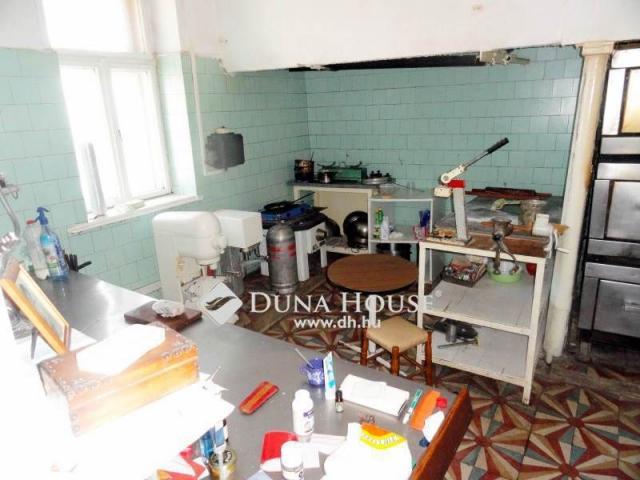 Eladó családi ház, Dunakeszin 30 M Ft, 1 szobás