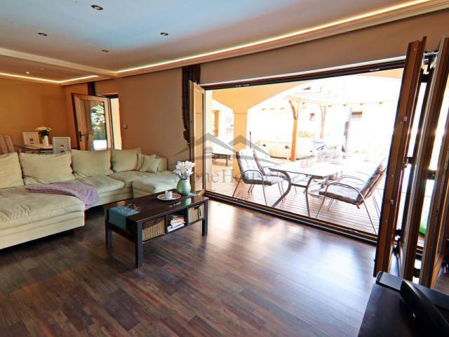 Eladó családi ház, Halászin 139.9 M Ft, 7 szobás