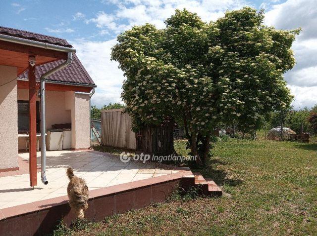 Eladó családi ház, Adácson 16.45 M Ft, 3 szobás