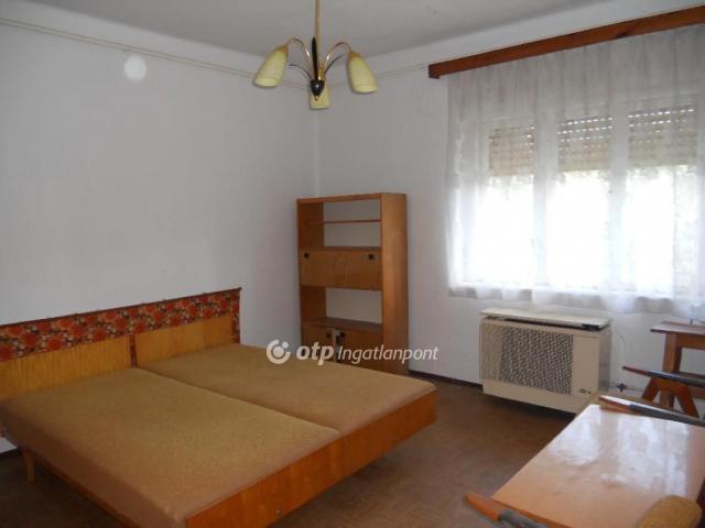 Eladó családi ház, Kácson 10.75 M Ft, 2 szobás