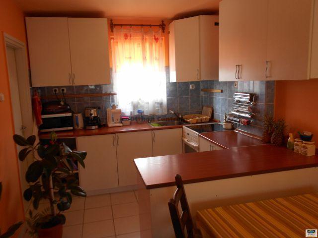Eladó családi ház, Dombrádon 15 M Ft, 3 szobás