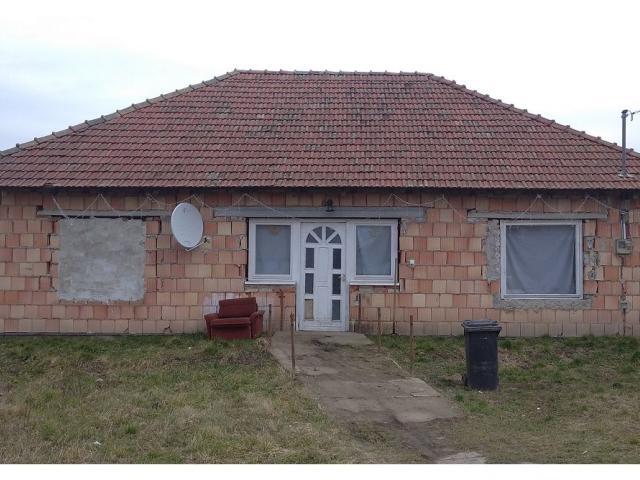Eladó családi ház, Erken 3.99 M Ft, 3 szobás