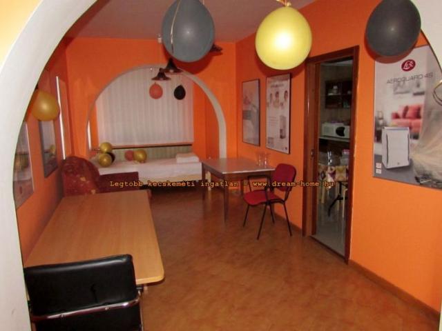 Eladó családi ház, Kecskeméten 59 M Ft, 8+1 szobás