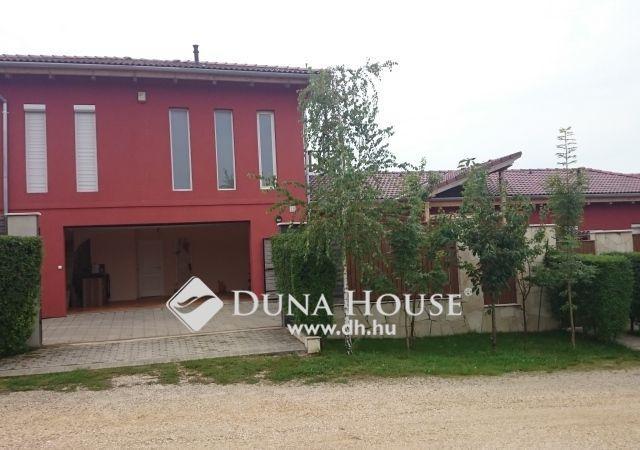 Eladó családi ház, Siófokon 148 M Ft, 8 szobás