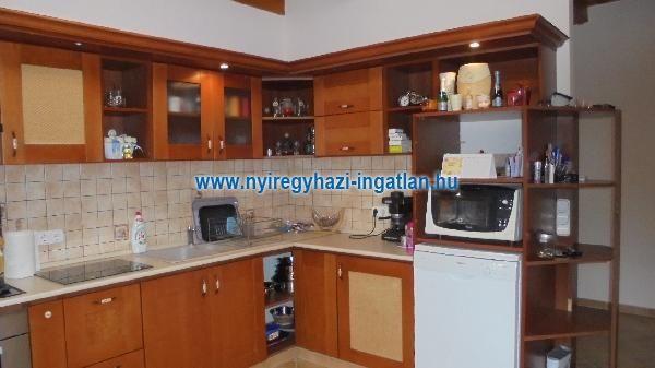 Eladó családi ház, Nyíregyházán 49.9 M Ft, 4 szobás