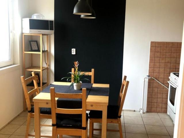 Kiadó panellakás, albérlet, Szegeden, Tópart utcában