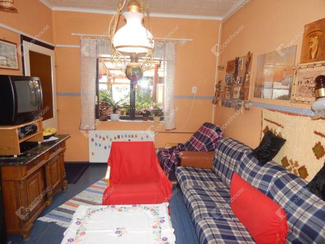 Eladó családi ház, Parádon 29.9 M Ft, 8 szobás