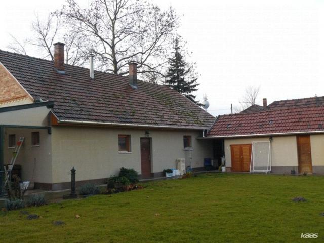 Eladó családi ház, Ásotthalmán 26.9 M Ft, 3 szobás