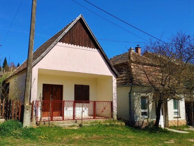 Eladó családi ház, Vértestolnán 8.5 M Ft, 1 szobás