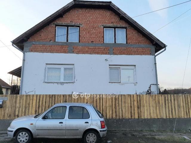 Eladó családi ház, Boldogon 15.2 M Ft, 5+1 szobás