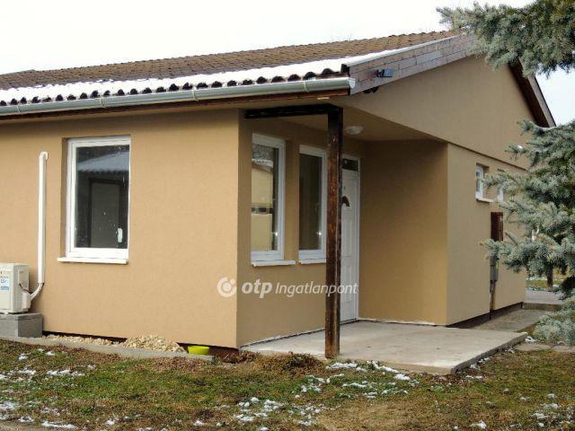 Eladó ikerház, Alsópáhokon 20.8 M Ft, 1+2 szobás