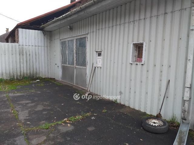 Kiadó ipari ingatlan, Salgótarjánban 400 E Ft / hó