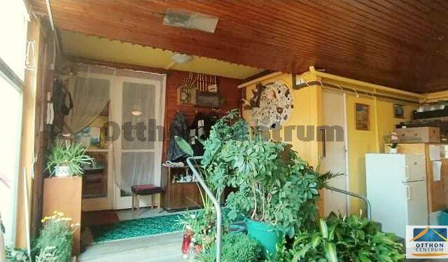 Eladó családi ház, Abasáron 34.88 M Ft, 8 szobás
