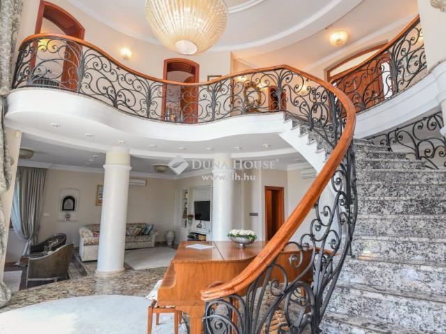 Eladó családi ház, Budapesten, II. kerületben 890 M Ft