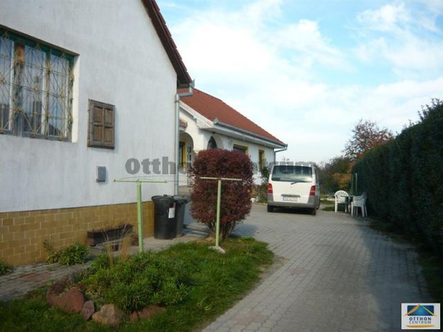 Eladó családi ház, Ságváron 42 M Ft, 6 szobás