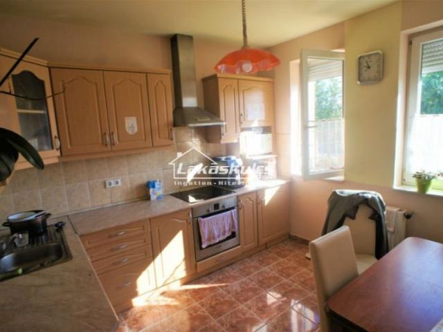 Eladó családi ház, Ágfalván 56.5 M Ft, 5 szobás