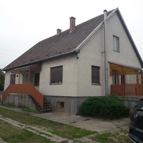 Eladó családi ház, Adácson 16.5 M Ft, 3 szobás