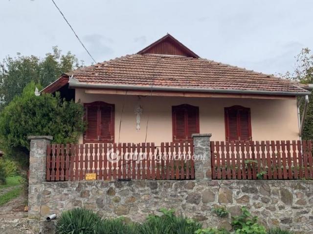 Eladó családi ház, Arkán 29.5 M Ft, 2+1 szobás