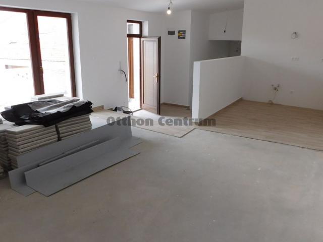 Eladó téglalakás, Sopronban 49.275 M Ft, 3 szobás