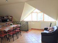 Eladó családi ház, Százhalombattán 145 M Ft, 6 szobás