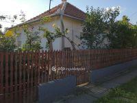 Eladó családi ház, Adácson 8.9 M Ft, 2+1 szobás