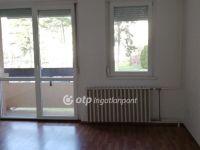 Eladó téglalakás, Veszprémben 30 M Ft, 2 szobás